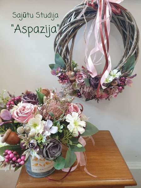 Vainags ar violetiem ziediem
