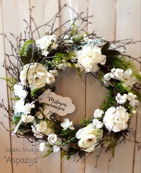 Baltais ziedu vainags